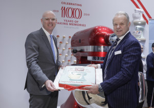Above: KitchenAid's cake presented by Ambiente's Thomas Kastl beside the giant mixer to mark the brand's centenary at Ambiente.