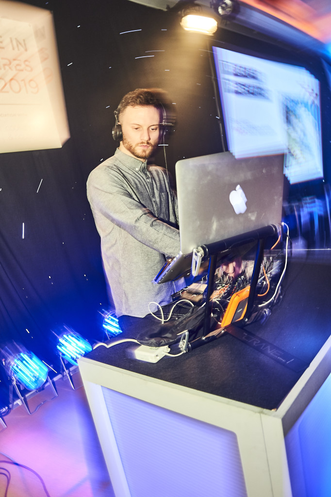 8- DJ