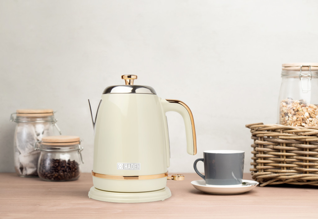 Above: The Salcombe Kettle in Cream and Copper