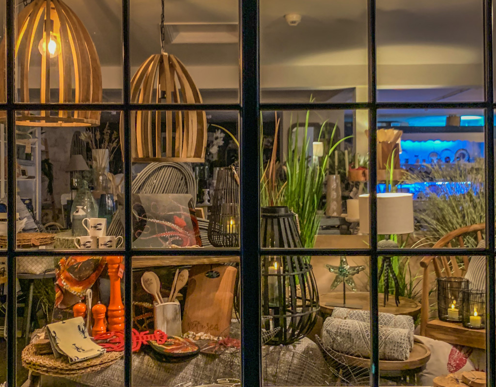 Above: Situated on the North Norfolk coast: The Alder Tree's sea-themed window.