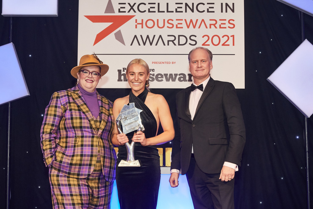 Above: Lucy Richards of The Kitchen Range, West Wickham receiving The Excellence in Retail Initiative award from Marcus Lux of sponsor Gastroback.