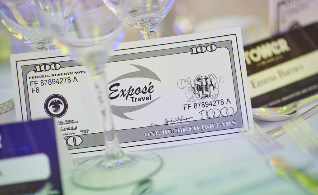 Above: Exposé Travel bank notes at each place setting.